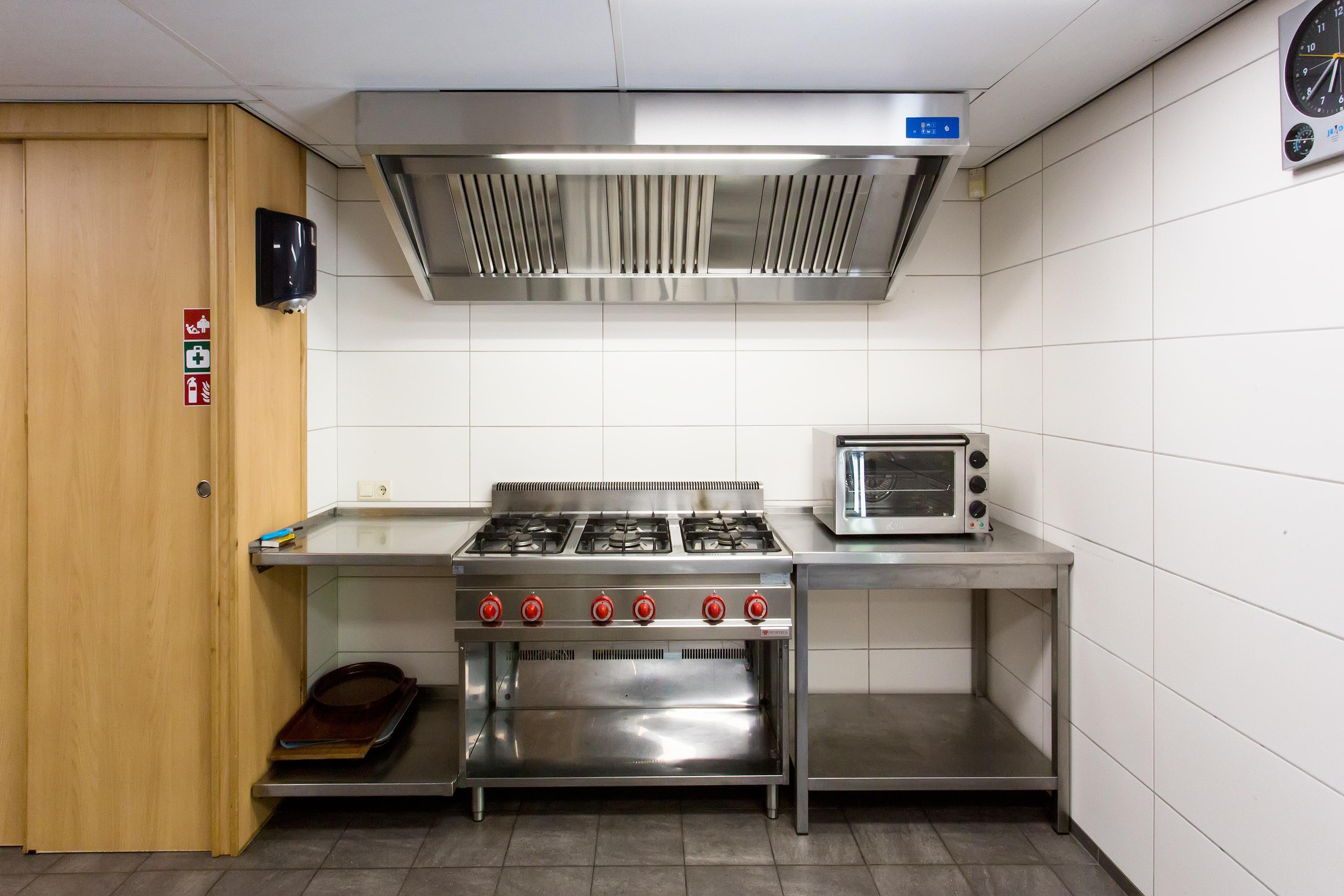 6 pits gasfornuis en helelucht oven