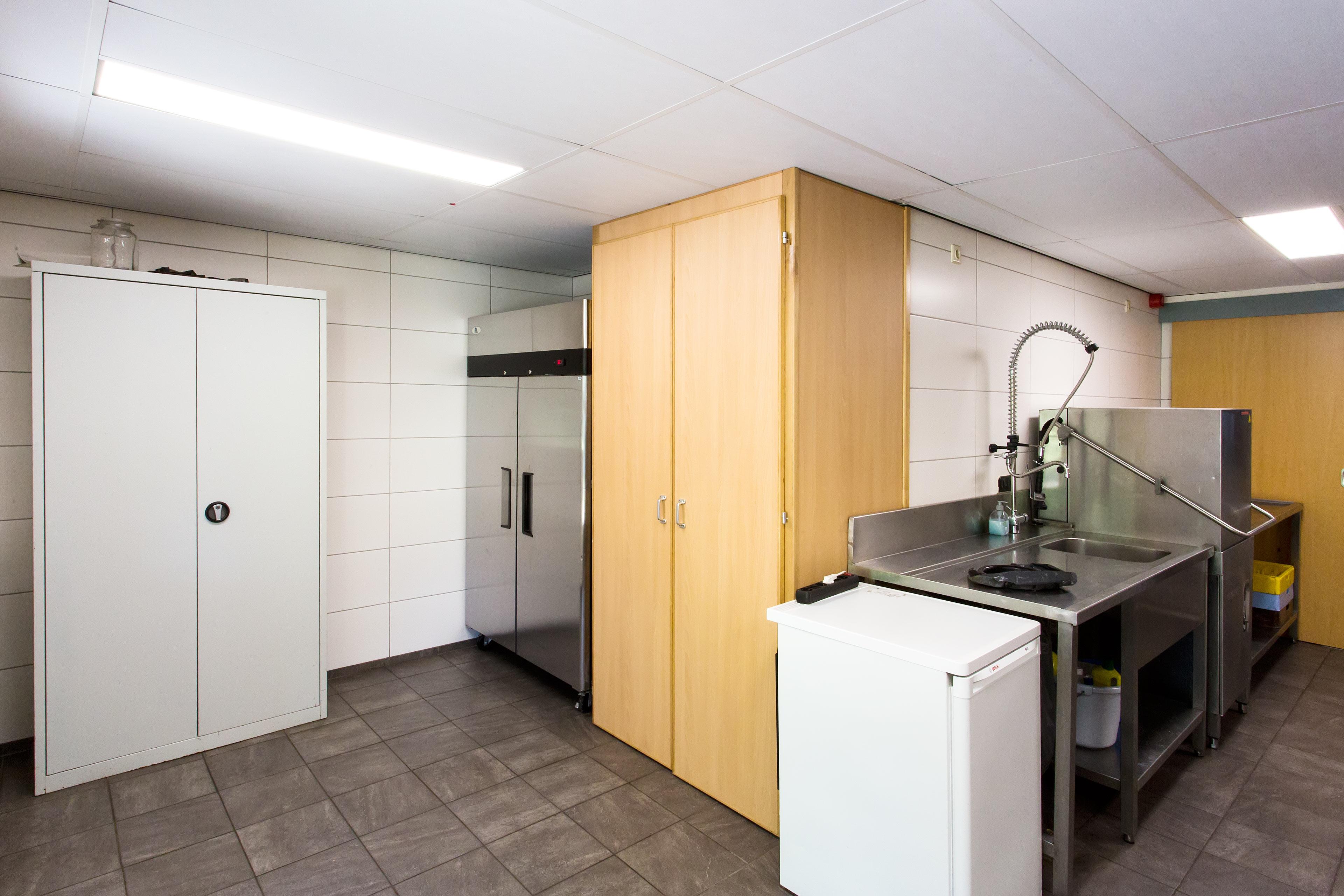 Grote koelkast en diepvrieskastje