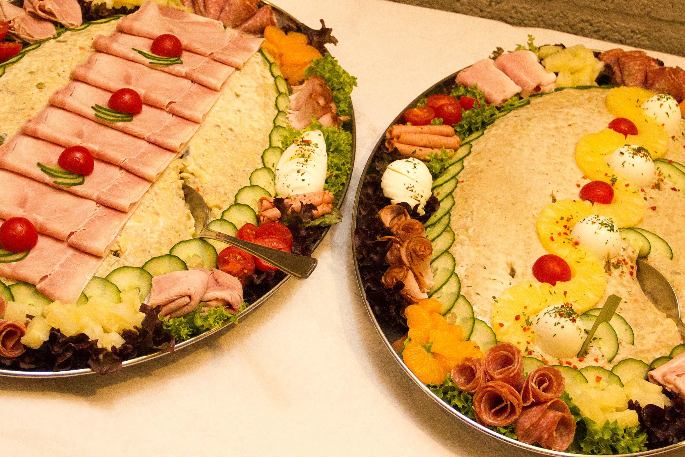 's Avonds een heerlijk buffet tijdens de feestavond